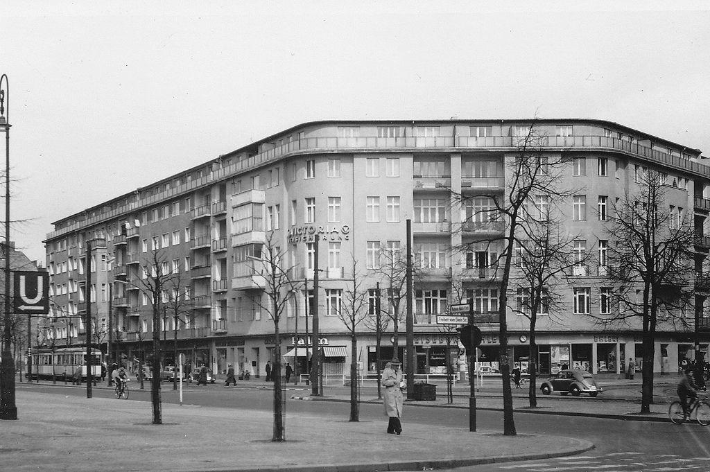 berlin sch neberg martin luther stra e 1965 vintage berlin pinterest berlin geschichte. Black Bedroom Furniture Sets. Home Design Ideas