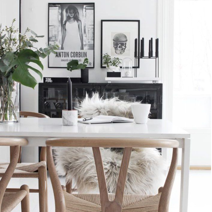 Gorgeous dining space!☀️Credit: stylizimoblog.com #ystol #wegner #kubus #bylassen #danishdesign #inspiration #stylizimoblog #interior #indretning #nordicliving #nordicdesign #beautiful #homesickblog #detydre #interiordesign #interior4all