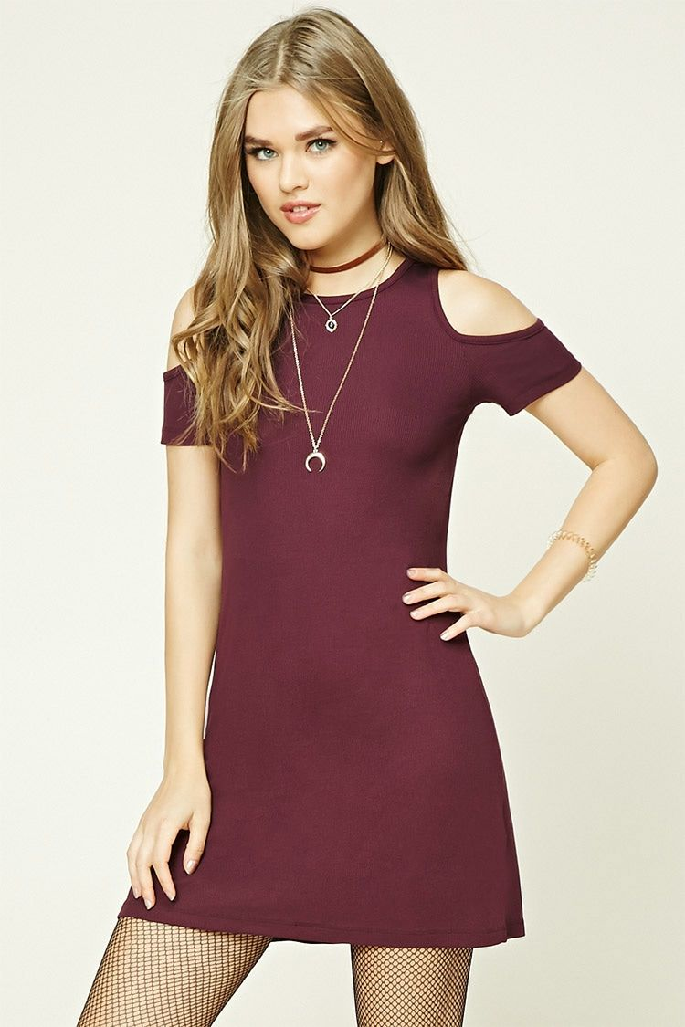 This micro-ribbed knit dress features open-shoulder short sleeves and a round neckline.