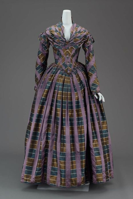 Dress ca. 1840 via The Museum of Fine Arts, Boston