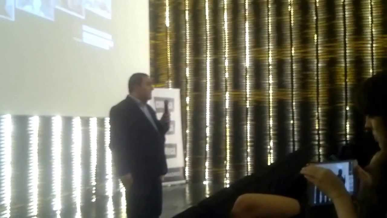 Oscar Martín en la inauguración del IX Festival el Ojo cojo habla de Fallas 37, el arte en guerra