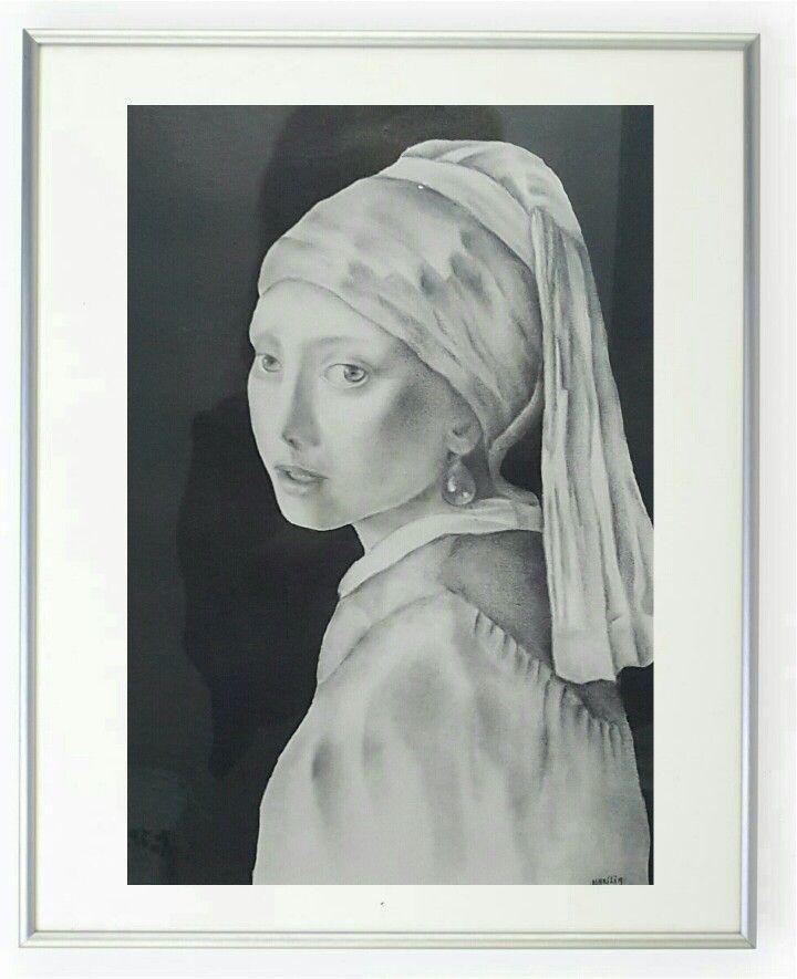 """Reprodução  em grafite sobre papel, da obra: """"A menina do brinco de pérola"""" de Vermeer, por Marília Vidigal Carneiro."""