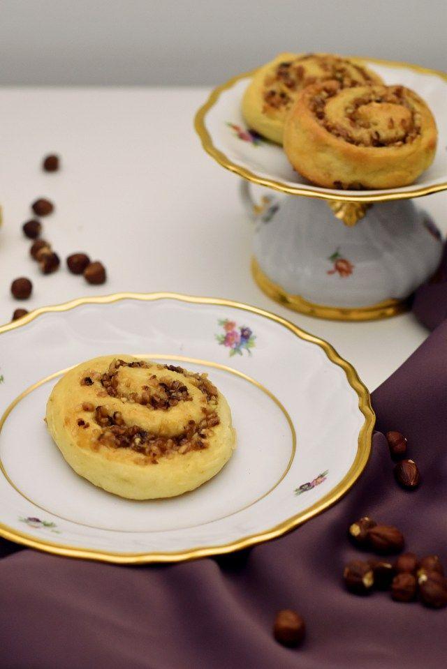 Leckere Nuss Marzipan Schnecken aus einem Quarkteig gebacken. Eine einfache alternative für eine Hefeteig. Ein sehr einfaches Gebäck.