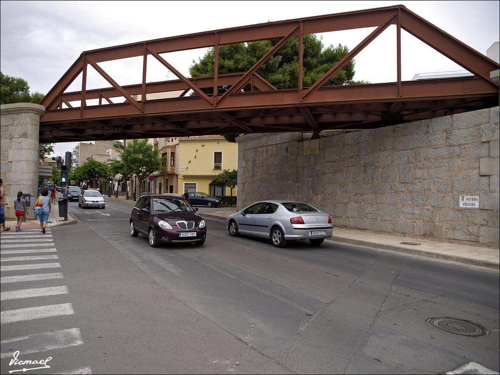 Antiguo puente del ferrocarril. Según algunos datos, no contrastados, diseño de G. Eiffel.