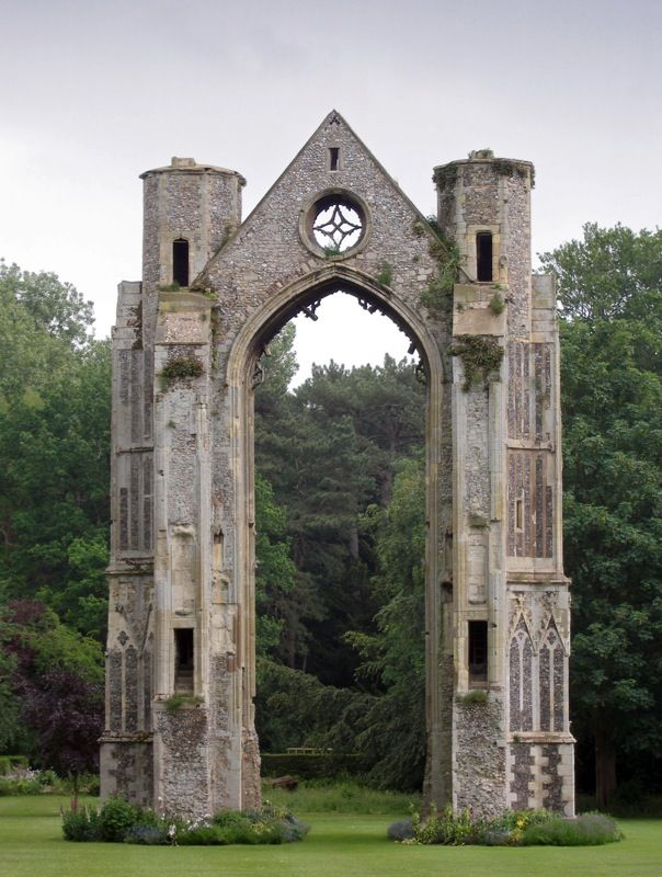 Ruined abbey in walsingham norfolk england by for Casa revival gotica