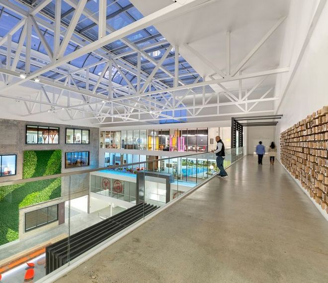 1000 images about oficinas creativas on pinterest offices backyard office and san francisco airbnb cool office design train tracks