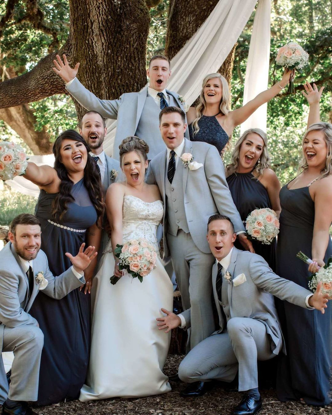 Must Have Wedding Party Photos Must Have Poses For The Wedding Party Best Wedding P Wedding Photography Styles Wedding Parties Pictures Wedding Photographers