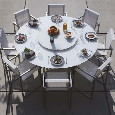 La Table Ronde Luna Plateau En Verre Trempe Matelux Structure Et Pietement Cintre En Inox Convient Pour Un Usage En Interieur Ou Table Design Table Settings