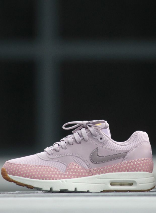 nike air rose quartz