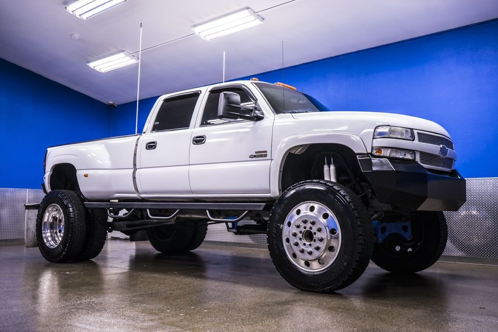 In The Truck World People Are Always Striving For The Biggest Baddest And Most Original Ideas For Their Chevrolet Silverado Lifted Chevy 2002 Chevy Silverado