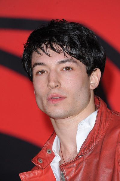 Ezra Miller Photos Photos - Ezra Miller arrives for the European Premiere of 'Batman V Superman: Dawn Of Justice' at Odeon Leicester Square on March 22, 2016 in London, England. - 'Batman V Superman: Dawn of Justice'- European Premiere - Red Carpet
