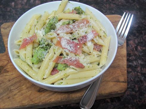 pennette with broccoli sauce and prosciutto