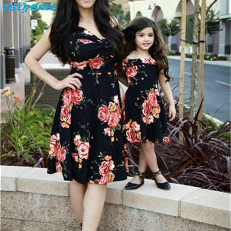 a4d1b139e Verano familia Matching Outfits madre e hija vestidos Floral hombro de  vestido niños mamá hija vestido