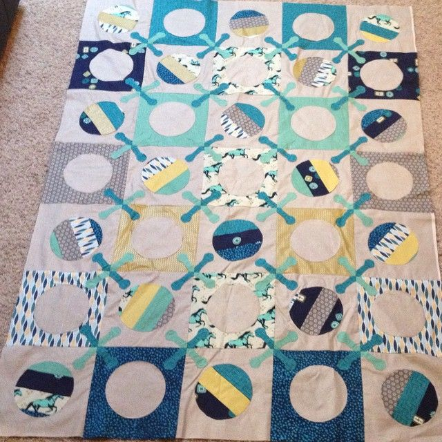quiltsmart:Finished the quilt top for the jake quilt from @angelayosten book Sew Modern Baby using Quiltsmart printed interfacing. Half of the pieces were done raw-edge while the other half were done in traditional ZigZapps! fashion. Toying with the idea of using minky or fleece for the back. Input would be greatly appreciated! #sewmodernbaby #angelayosten #quiltsmart #jacks #baby #modern #quilt #quilting #sewing #creativebaggage