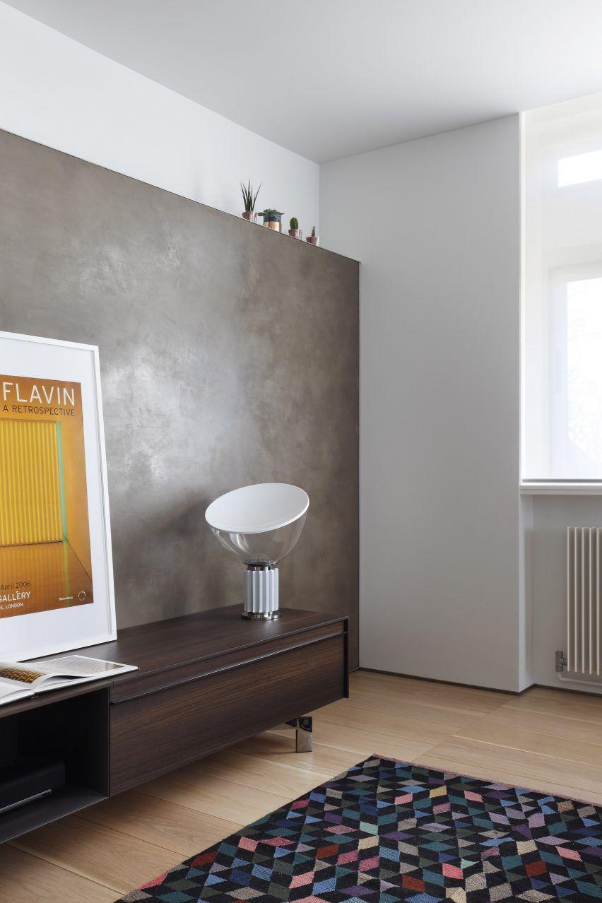 Mitte jahrhundert badezimmer design eingebauter speicher definiert das layout der von mwai architects