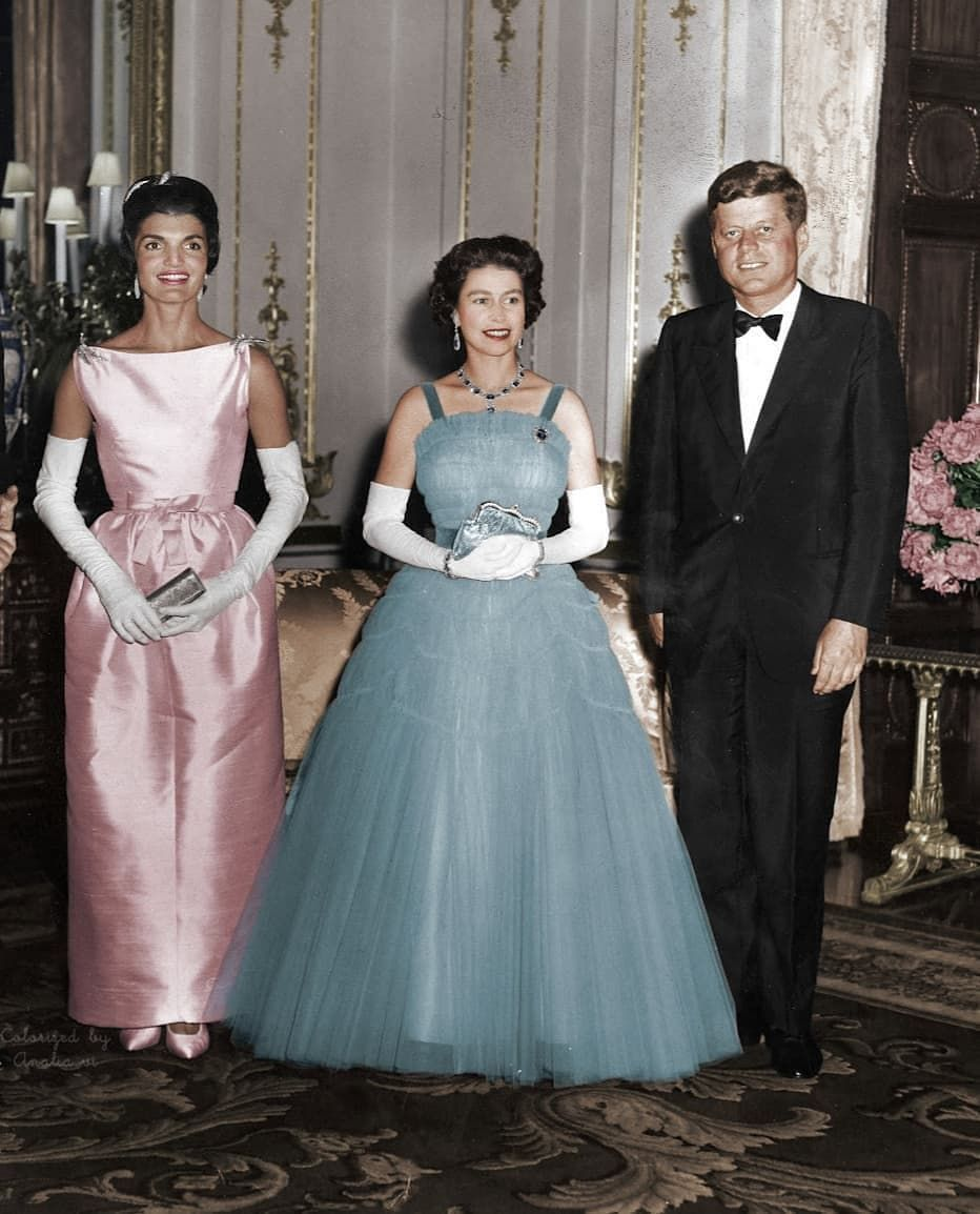 Pin By Anne Clark Harvey On Camelot Queen Fashion Her Majesty The Queen Kennedy [ 1154 x 932 Pixel ]