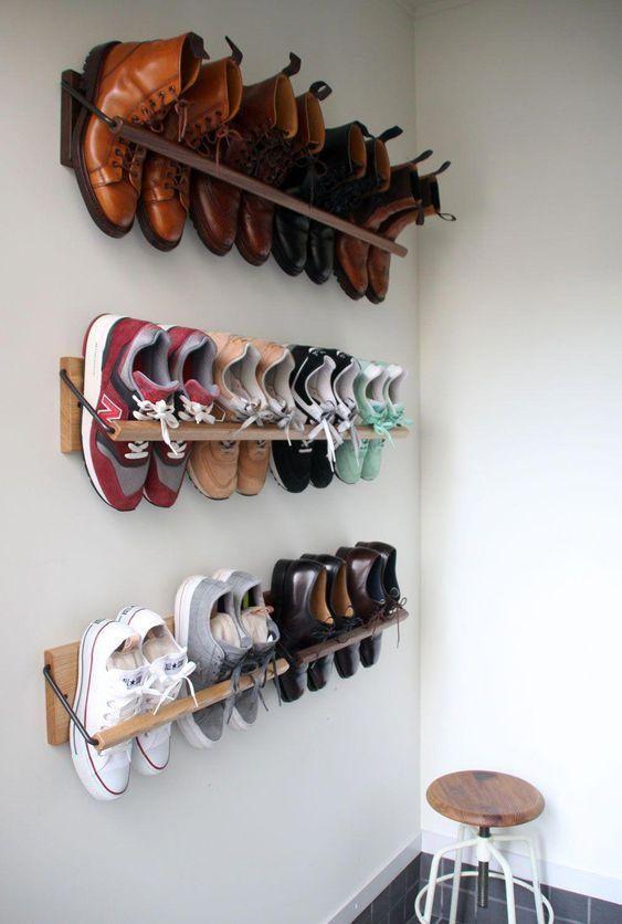 10 Solutions De Rangement Mural Gagnez En Place Sans Perdre En Style Rangement Mural Rangement Chaussure Diy Idee Rangement Chaussure