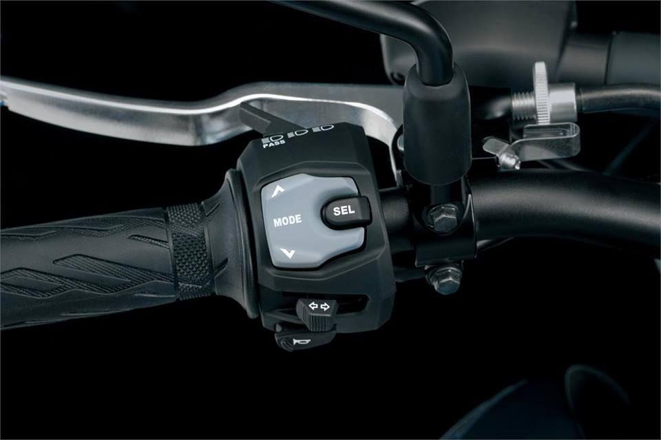 Piña izquierda, selector de funciones para panel de instrumentos y el control de tracción.
