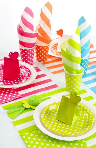vajilla de lunares recien llegada para decorar mesas de fiesta la podeis