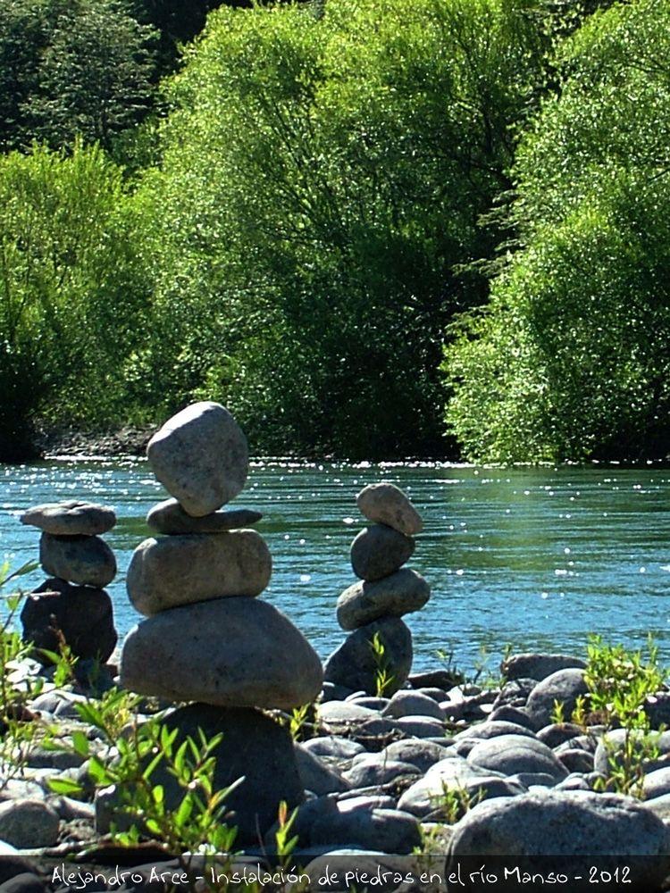 Instalación de piedras en el río Manso, enero de 2012.