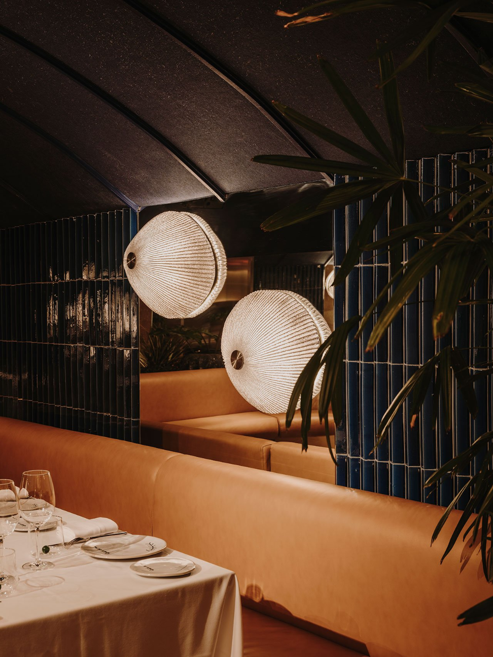 Lobito De Mar Restaurant In Madrid Channels The Malaga Coastline With Eclectic Finesse Yatzer In 2020 Restaurant Interior Hospital Interior Interior