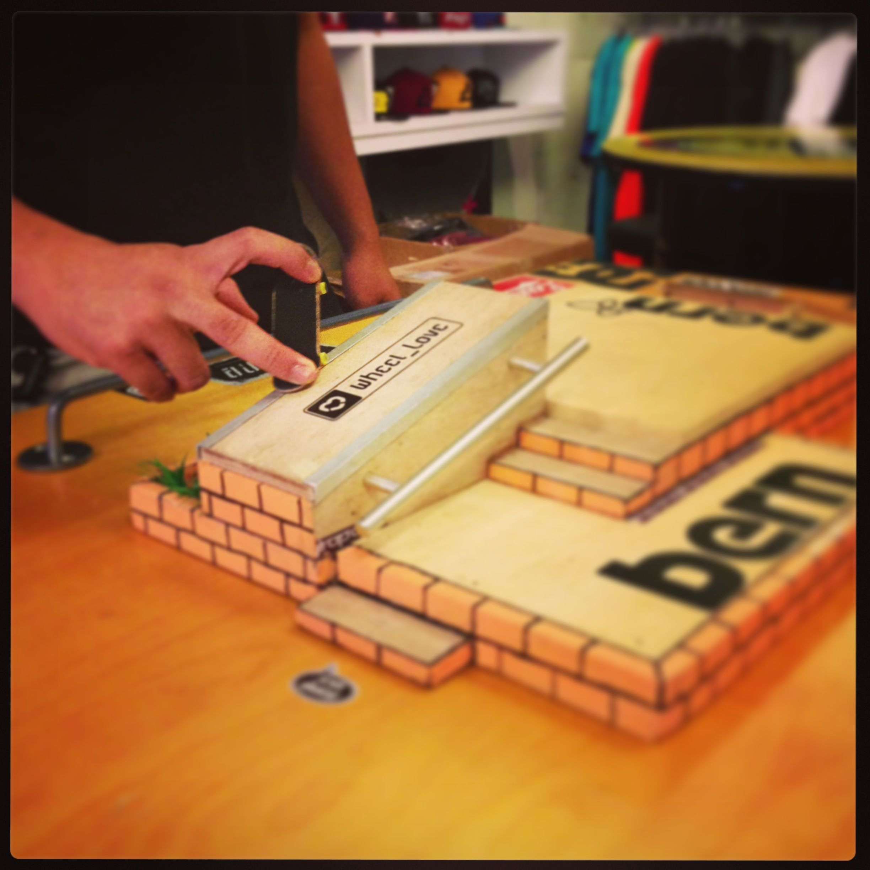 how to make fingerboard board rails