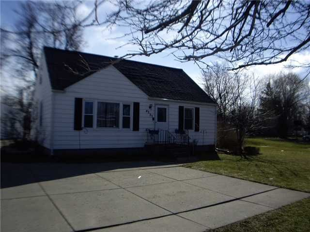 Mj Peterson Real Estate 4225 Sheridan Dr Amherst Ny This Home Can Be A Great Place For A Small Home Base Finding A House Finishing Basement Small House