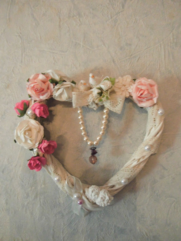 Coeur en osier fleurs et dentelle ancienne tr s shabby for Couronne shabby chic