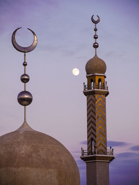 Dunhuang Mosque with Moon by daniel.frauchiger