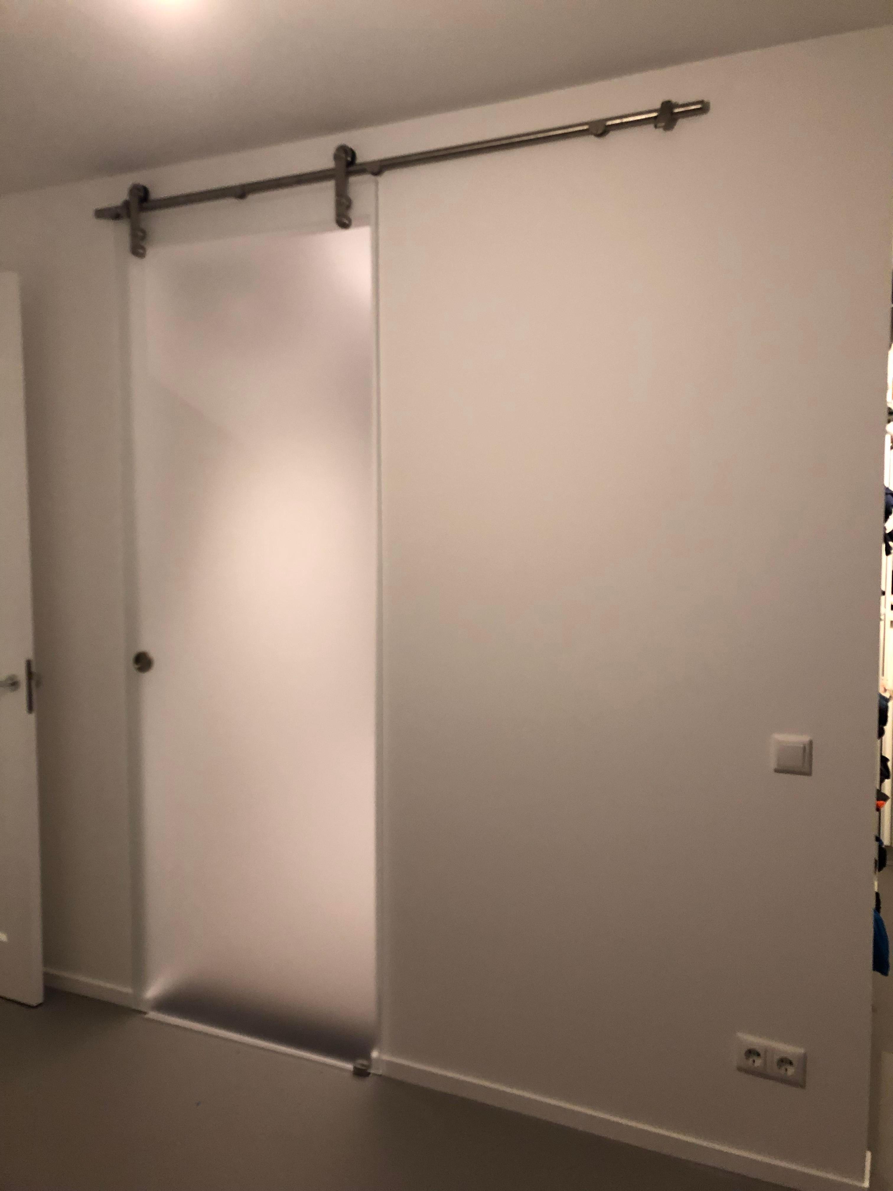 Zweefdeurkast Met Melkglas.Een Badkamer Afsluiten Met Een Glazen Schuifdeur Denk Dan Eens Aan