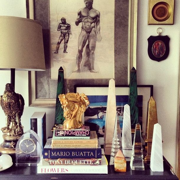 Tower Room Eddie Ross- The man does not shy away from an obelisk. In the bedroom, a grouped collection in different materials makes a sophisticated sta...