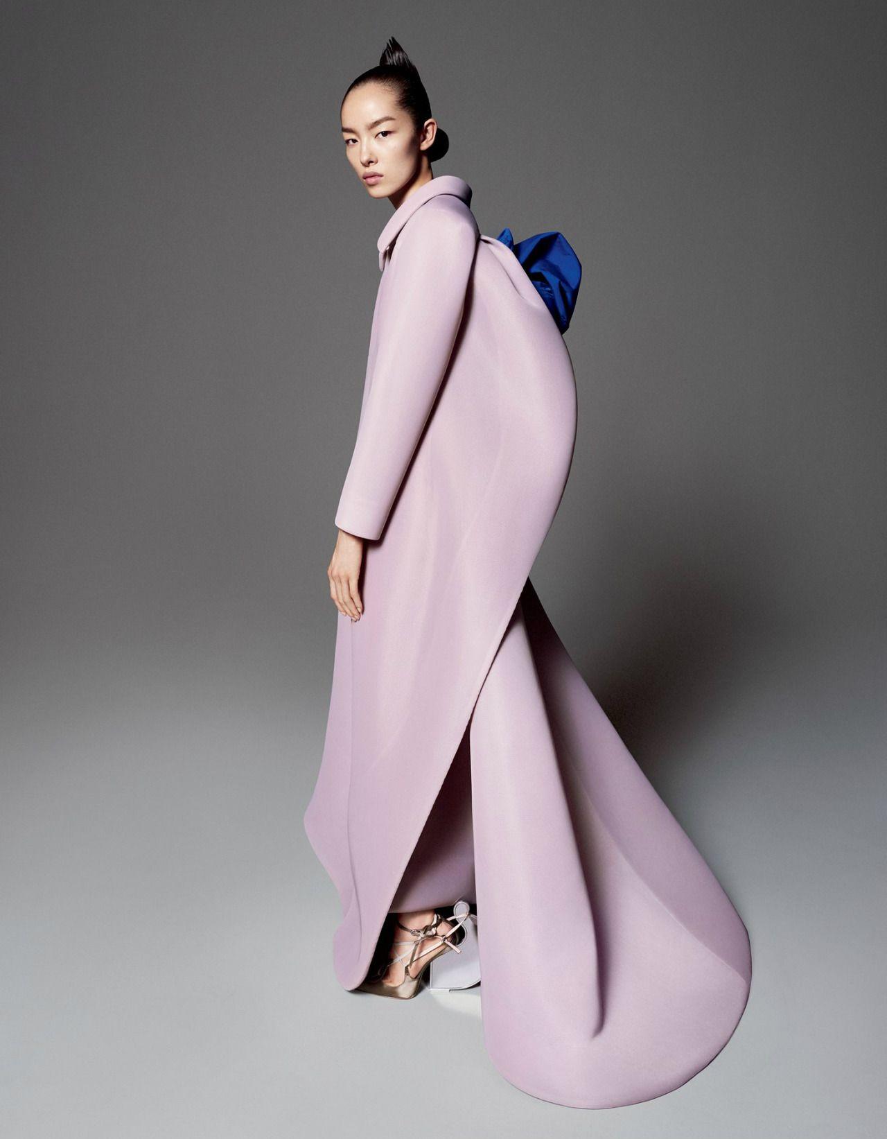 Robertocustodioart Fei Fei Sun By David Sims 2015 Sculptural Fashion Fashion Today Fashion Photography