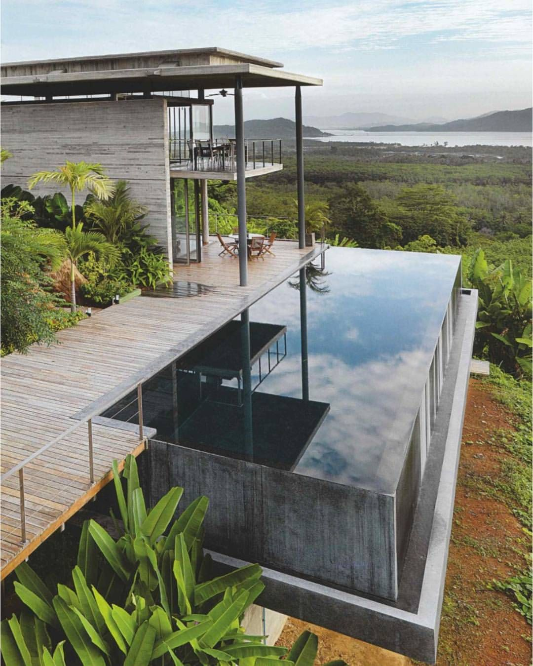 Suspended Decking: Hillside House With Cantilevered Infinity Pool