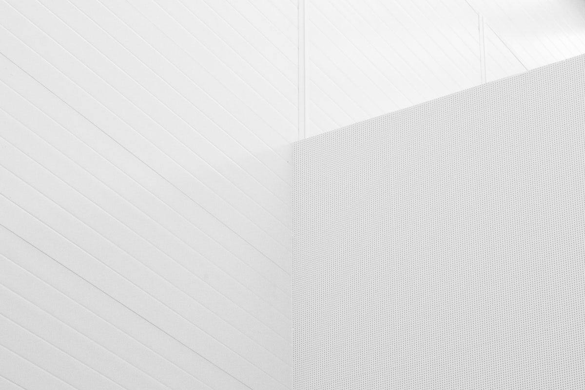 Blanc By Simple P 10 Best Free Accessory Skin Fashion And Wall Photos On Unsplash In 2020 Minimalist Desktop Wallpaper Minimal Wallpaper Minimalist Wallpaper