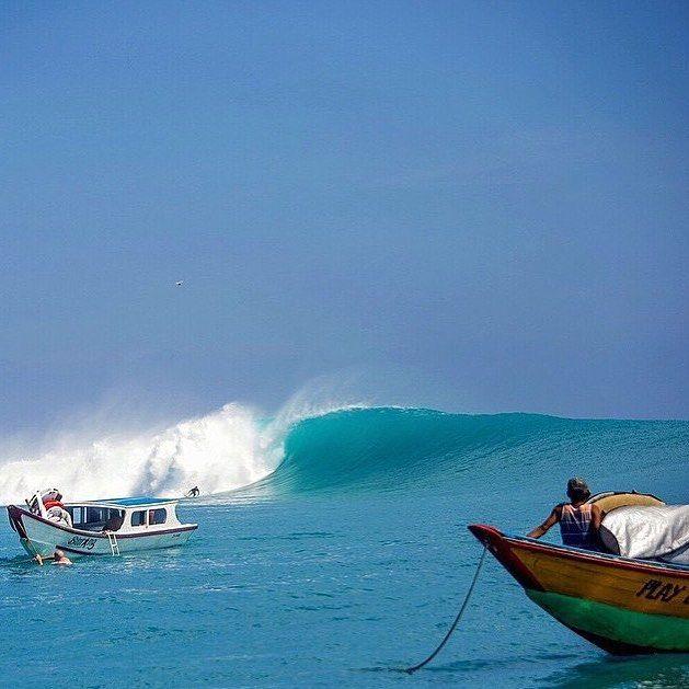 O Fotógrafo Advocate RVCA @zaknoyle registrando o swell épico nas ilhas Mentawai's para a revista @surfer_magazine || @rvca @rvcasurf @rvcaindo @rvca_brasil