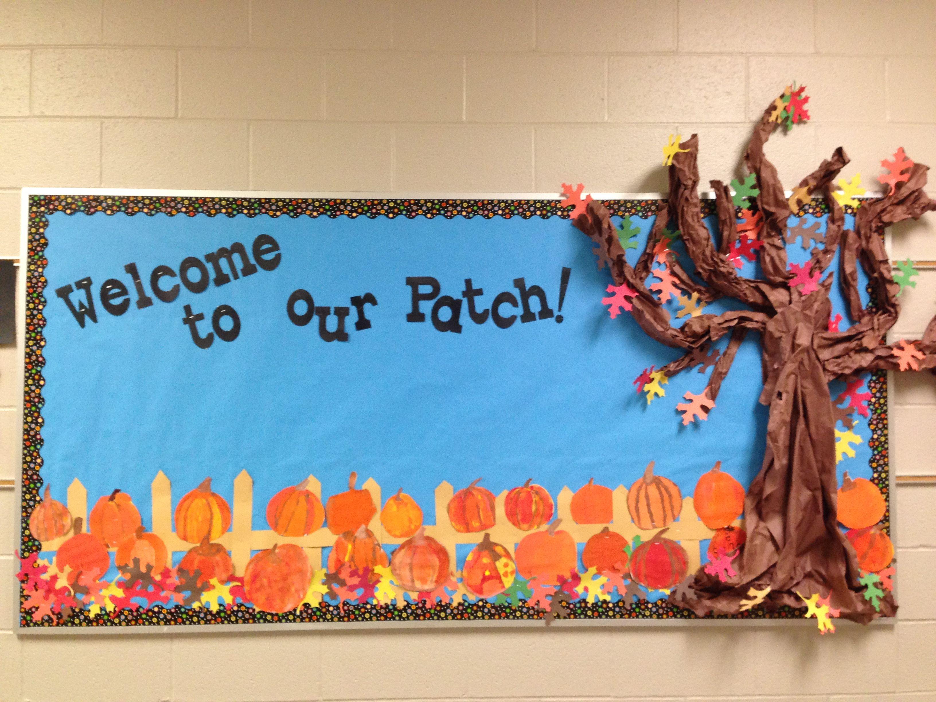 Fun Fall bulletin board. Painted pumpkins on a fence. #pumpkinpatchbulletinboard