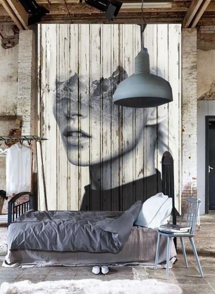 lambris mural appartement boho industriel avec panneau en bois avec portrait de femme style art