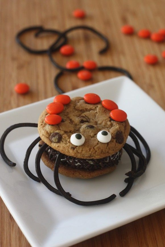 Halloween ice cream sandwich spiders #recipe #halloween