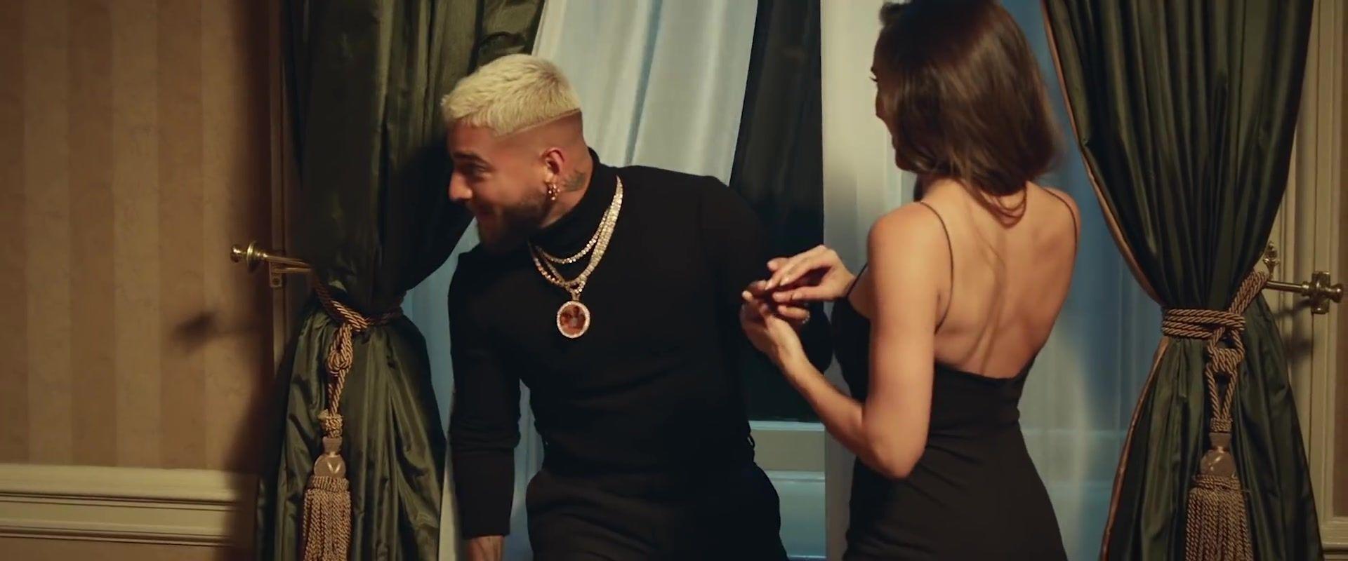 Que Pena By Maluma And J Balvin Latin Music Video Outfits Music Video Outfit Latin Music Music Videos