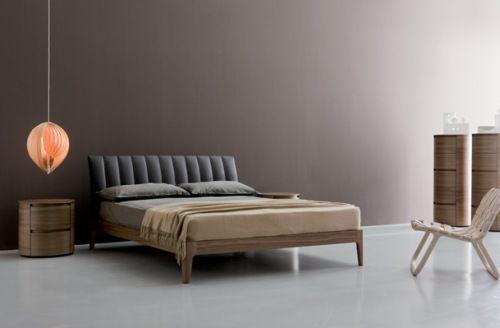 Designové postele a nábytek do ložnice    JESPENcz Praha - design sofa plat von arketipo mit integriertem regal und beistelltisch