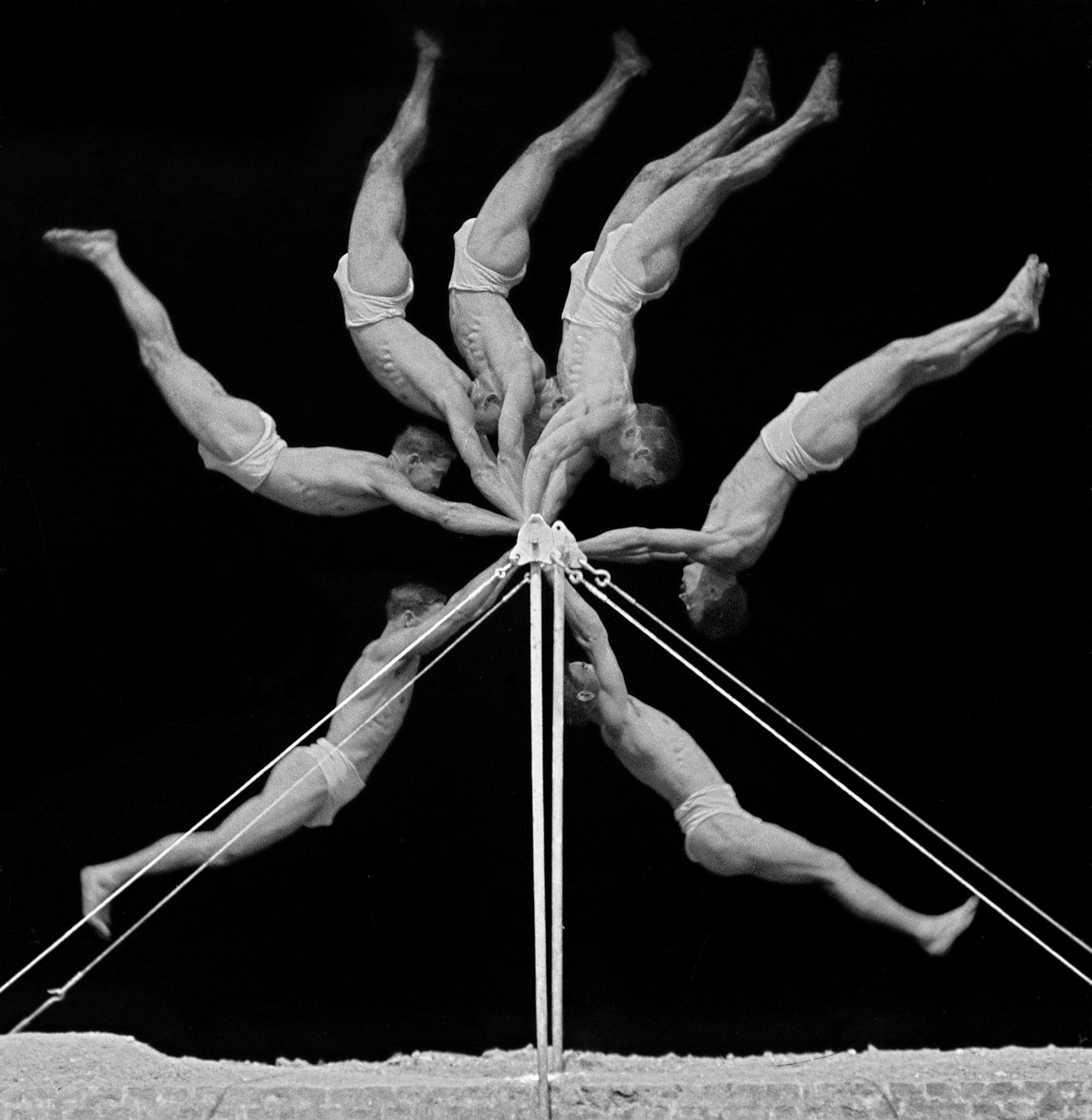 Chronophotograph of an exercise on the horizontal bar, 1906.  Georges Demeny/INSEP Iconothèque