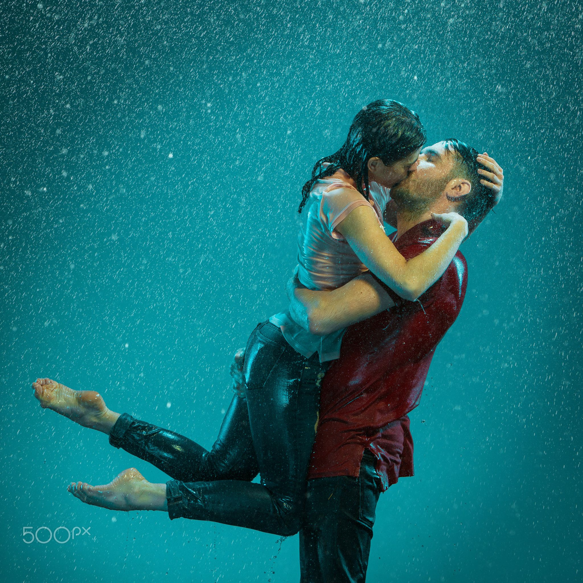The Loving Couple In The Rain The Loving Couple Kissing In The