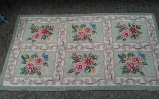 Hand hooked rug $34.99