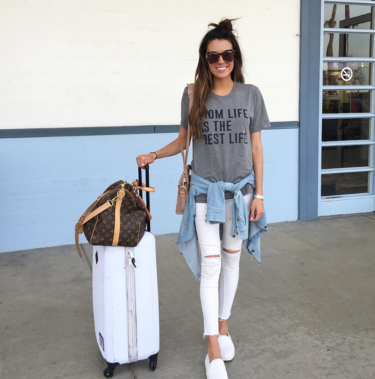 insta round up comfy summer travel outfits and white distressed jeans. Black Bedroom Furniture Sets. Home Design Ideas