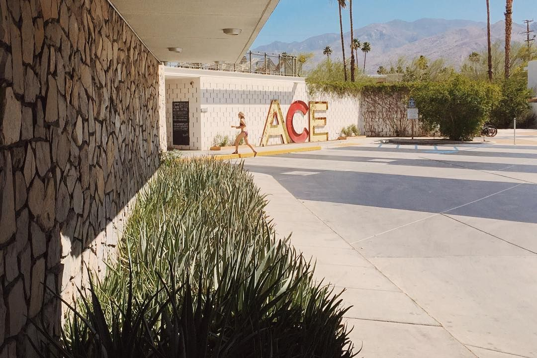 One more photo from last weekend at the Ace. #palmsprings #desertlife #willjourney #strideby