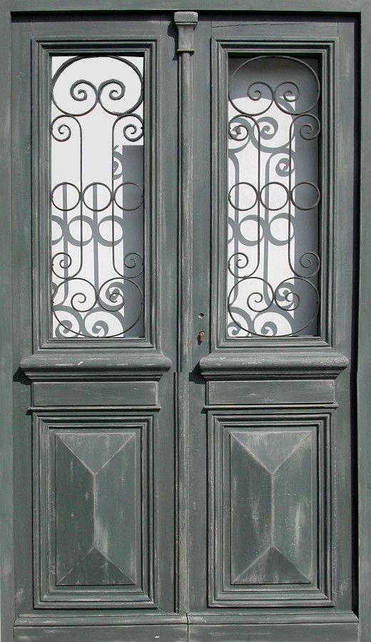 Double porte vitr e avec grille peinture patin e portes d - Peinture porte d entree ...
