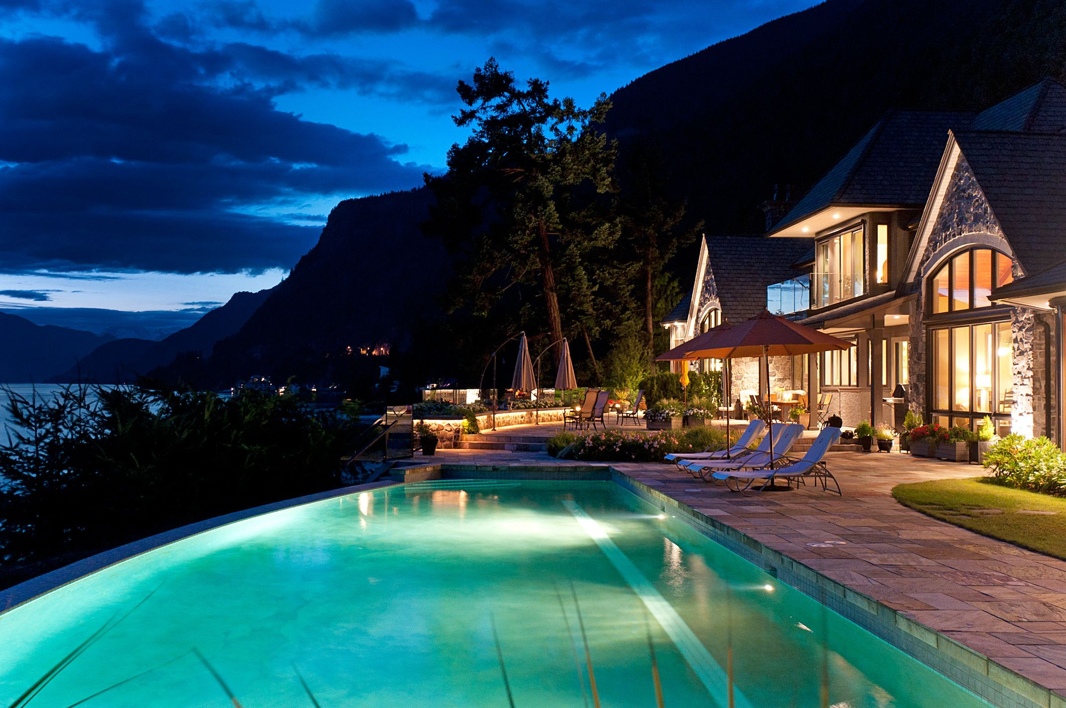 Waterfront infinity pool at night in west vancouver for Pool design vancouver