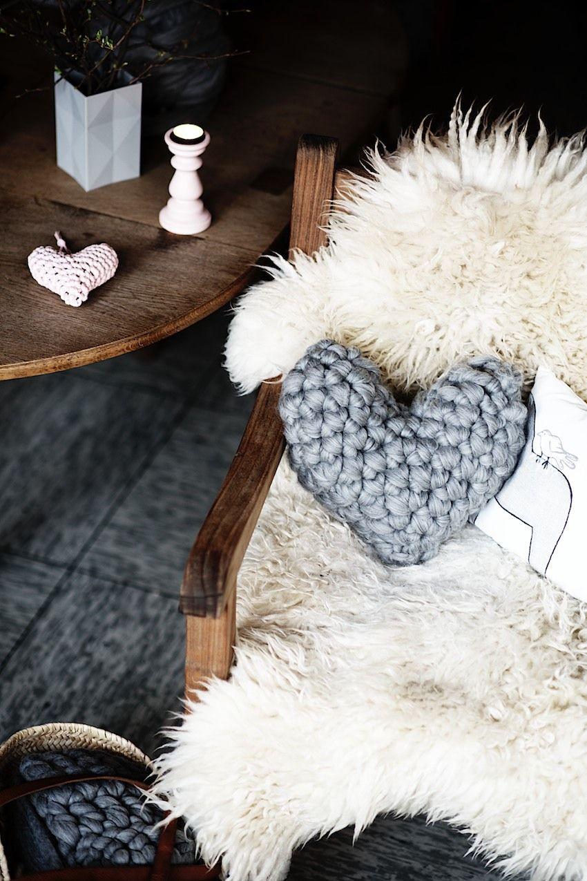 1265b9ccc107 Coussin-coeur en crochet Diy Coussin Tricot, Coussin Coeur, Tricot Et  Crochet,