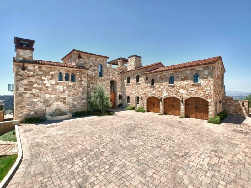 Fabulous Malibu Rocky Oaks Estate in California