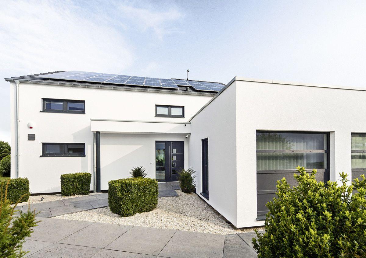 Modernes Einfamilienhaus mit Patio Architektur & Flachdach ...